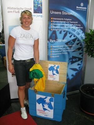 Das UN-Flüchtlingshilfswerk, das IOC und DOSB rufen zur Kleiderspende für den guten, sportlichen Zweck auf. Prominente Patin ist Speerwerferin Christine Obergföll. Foto: UNHCR
