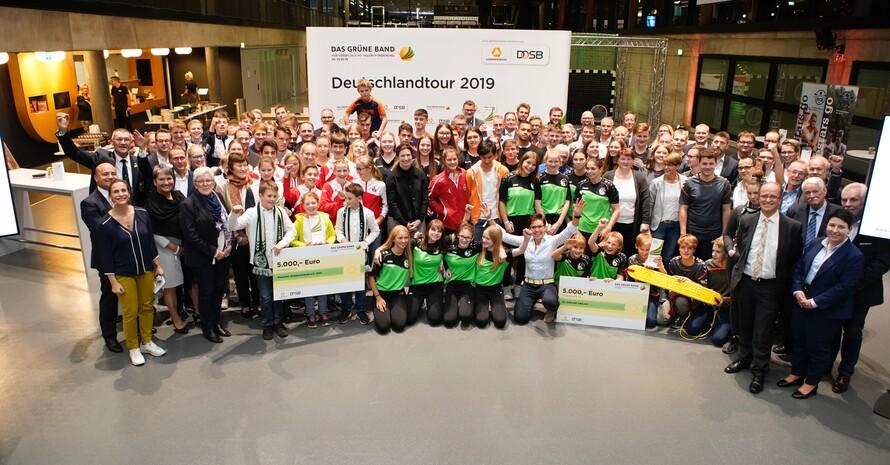 Acht Vereine sind in Dortmund für ihre hervorragende Nachwuchsarbeit ausgezeichnet worden. Foto: Markus Goetzke/DOSB