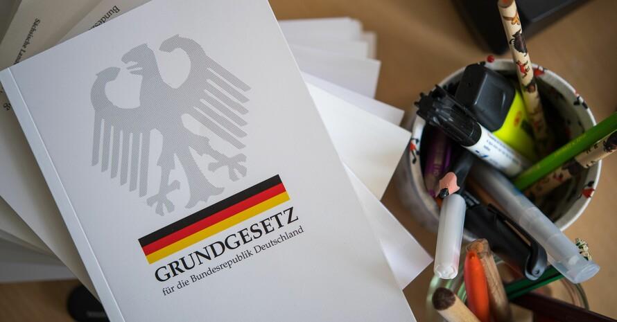 Das Grundgesetz für die Bundesrepublik Deutschland besagt in Artikel 9: Alle Deutschen haben das Recht Vereine und Gesellschaften zu bilden. Foto: picture-alliance