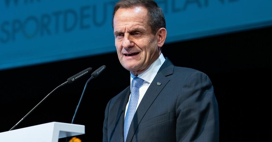 DOSB-Präsident Alfons Hörmann auf der Mitgliederversammlung 2018 in Düsseldorf. Foto: picture-alliance