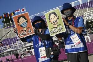 """""""Maske auf"""", war auch in Tokio wichtiger Bestandteil des Hygienekonzepts. Fürs Foto galt bei der Siegerehrung aber auch kurz """"Maske ab"""". Foto: picture-alliance"""