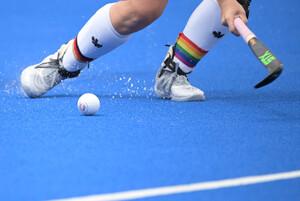 Ein starkes Zeichen für Vielfalt im Sport: Nike Lorenz, Kapitänin der deutschen Hockeymannschaft bei den Olympischen Spielen in Tokio. Foto: picture-alliance.