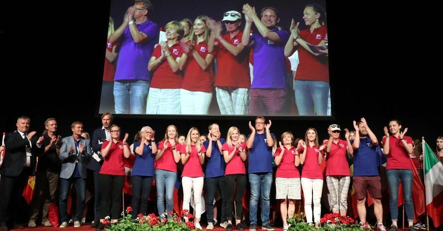 Die deutsche Mannschaft freut sich über den ersten Platz im Nationen-Ranking bei den 22. Europäischen Betriebssportsspielen. Foto: ECSG Salzburg / Deutscher Betriebssportverband