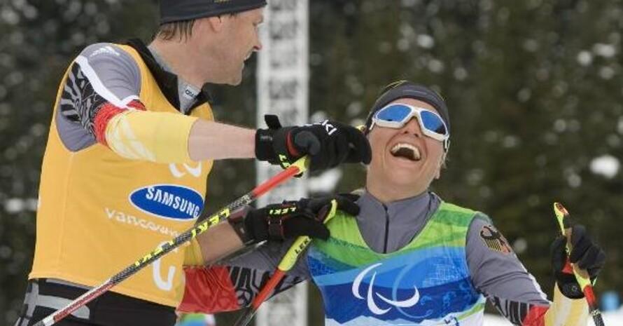 Große Freude im Ziel: Verena Bentele und ihr Begleitläufer Thomas Fridrich, Copyright: picture-alliance