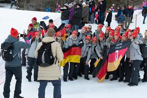 Viel Spaß haben die Teilnehmer*innen am dsj academy camp im Zeichen der Olympischen Ringe in Lausanne. Foto: dsj