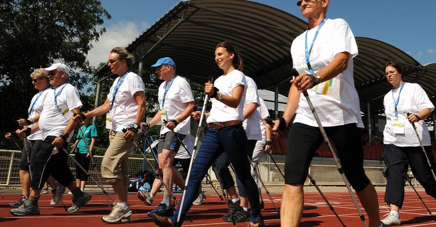 Nordic Walking ist eine motivierende Sportart für krbskranke Menschen. Foto: Greg Kwiatkowski / www.AdStore.info