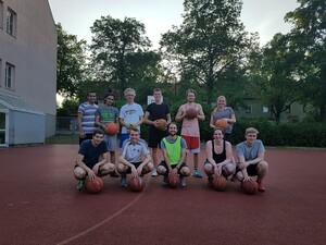 Die Basketballmannschaft um Naji Baghdadi. Foto: SG Post Süd Regensburg
