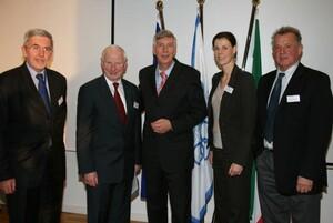 Gruppenbild mit Dame: (v.li.) Jan Truszczyski, Patrick Hickey, Ingo Wolf, Claudia Bokel und Pál Schmitt. Foto: EOC EU Office