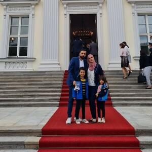 Unser Übungsleiter Tamim Abazeed mit seiner Familie.