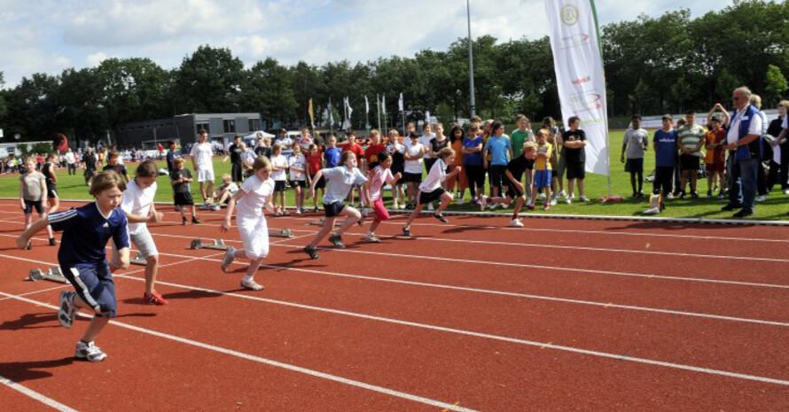Gewinne im Gesamtwert von 100.000 Euro wurden beim Sportabzeichen-Wettbewerb verteilt. Foto: LSB NRW