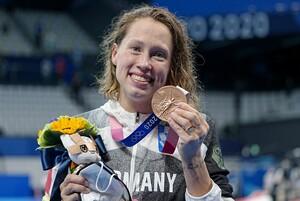 Nach 13 Jahren gewinnt Sarah Köhler wieder einer olympische Medaille für den deutschen Schwimm-Verband. Foto: picture-alliance