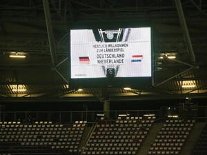 Die Begegnung Deutschland gegen die Niederlande sollte ein Zeichen setzen, musste aber wegen einer Terrordrohung abgesagt werden. Foto: picture-alliance