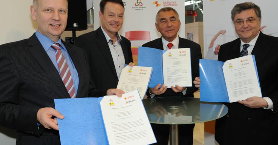 Dr. Ulrich Clever, Klaus Tappeser, Heinz Janalik und Dr. Erwin Grom (v.l.) bei der Unterzeichnung der Kooperation. Foto: WLSB