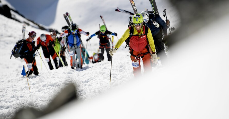 24 Frauen und 24 Männer könnten beim olympischen Wettbewerb Skibergsteigen in Cortina d`Ampezzo 2026 mitmachen. Foto: picture-alliance