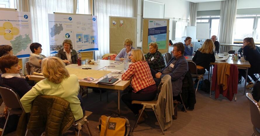 Die Teilnehmenden am Sportfachforum diskutierten über die Weiterentwicklung von Sport- und Bewegungsangeboten für Ältere. Foto: DOSB