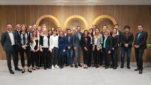 Die Teilnehmenden, Jurymitglieder und das Organisationsteam beim Finale im Haus des Deutschen Sports. Foto: DOA