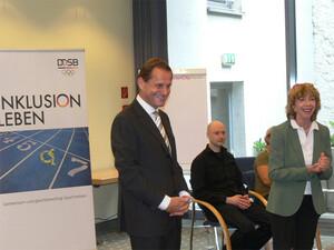 DOSB-Präsident Alfons Hörmann und Prof. Gudrun Doll-Tepper, Vizepräsidentin des DOSB für Bildung und Olympische Erziehung beim DOSB-Fachforum.
