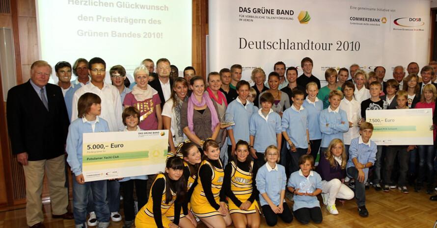 Glückliche Gewinner in Berlin mit Hochspringerin Ariane Friedrich. Foto: Getty Images/Boris Streubel
