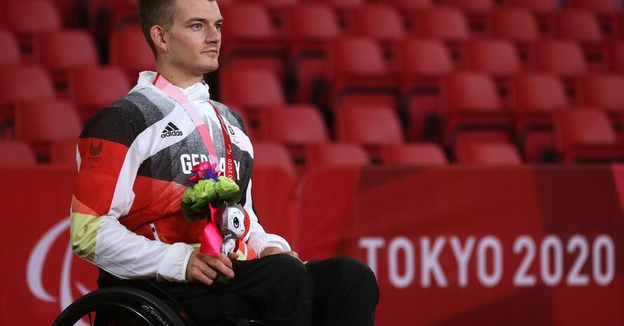 Thomas Schmidberger ist glücklich mit seiner Silbermedaille. Foto: picture-alliance