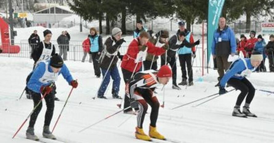 Massenstart zum 5 km Langlauf der Herren bei den Special Olympics National Winter Games 2009 in Inzell; Foto: SOD/Keller