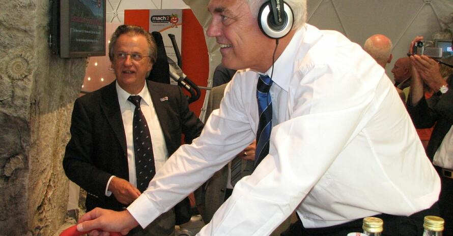DOSB-Vizepräsident Walter Schneeloch testet auf dem Fahrradergometer seine Fitness. Foto: LSB Nordrhein-Westfalen