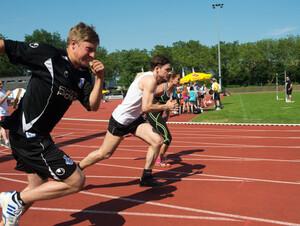 Zugenommen hat nicht nur die Gesamtzahl der erwachsenen Sportabzeichen-Absolventen, sondern auch der Anteil der Erwachsenen, die 2013 zum ersten Mal ihr Sportabzeichen ablegten. Foto: LSB NRW