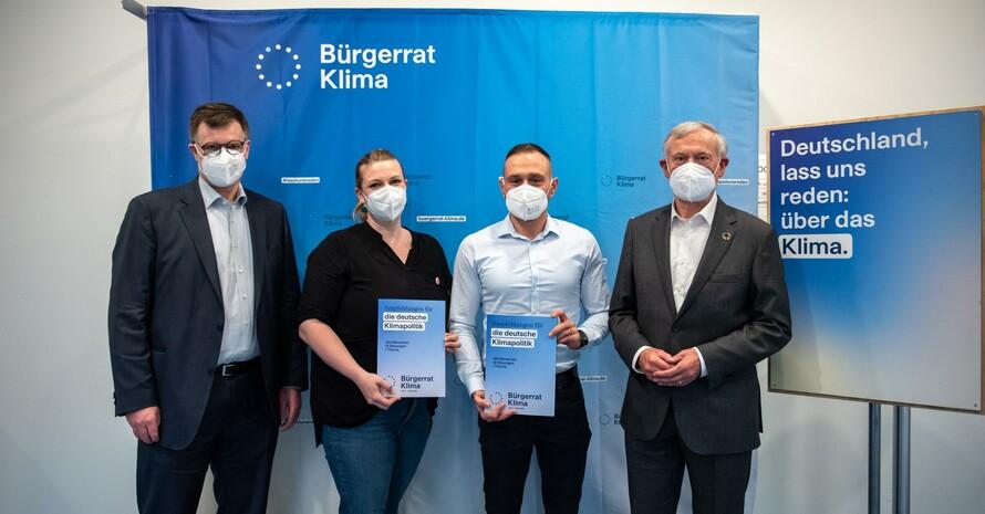 Bürgerrat Klima präsentiert Ergebnisse: v.l.n.r. W. Lucht, M. Menneckemeyer, A. Arslan, H. Köhler Foto: Bürgerrat Klima