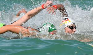 Schwimmerin Leonie Beck (rechts) startet bei den ANOC World Beach Games für das Team Deutschland (Foto: Picture Alliance).