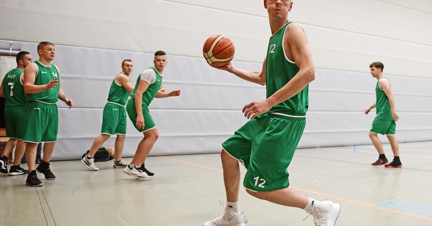 Litauer aus ganz Hamburg kommen zur HNT, um dort gemeinsam Basketball zu spielen