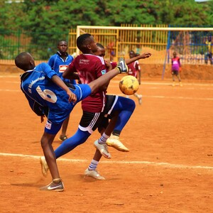 Fußballspiel in der Kimisagara Youth League in Kigali, Ruanda ©DOSB/ Philipp Schönlaub