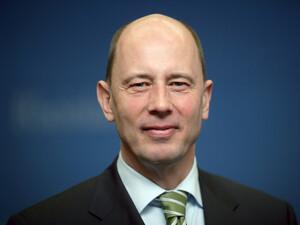 Der Bundesminister für Verkehr, Bau und Stadtentwicklung, Wolfgang Tiefensee, will den Bau von Sportstättenfördern. Copyright: picture-alliance