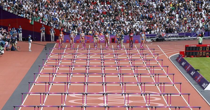 Zuschauer verfolgen den Hürdenwettbewerb der Frauen bei den Olympischen Spielen in London 2012. Foto: picture-alliance