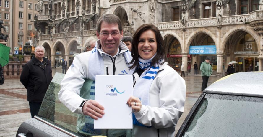 München 2018-Geschäftsführer Bernhard Schwank und Katarina Witt präsentieren das Bid Book. Foto: München 2018/Martin Hangen