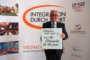 """... ein ganz tolles Miteinander über alle Grenzen"""" (Roger Lewentz, Minister des Innern, für Sport und Infrastruktur des Landes Rheinland-Pfalz)"""