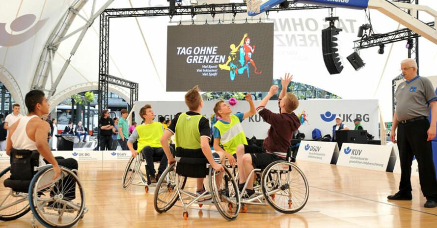 Beim Tag ohne Grenzen wurden zahlreiche Sportarten vorgestellt wie Rollstuhl-Basketball.
