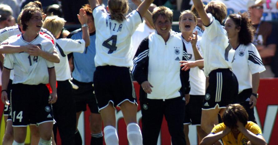 """Nia Künzer schießt 2003 das """"Golden Goal"""" bei der WM in den USA. Foto: picture-alliance"""