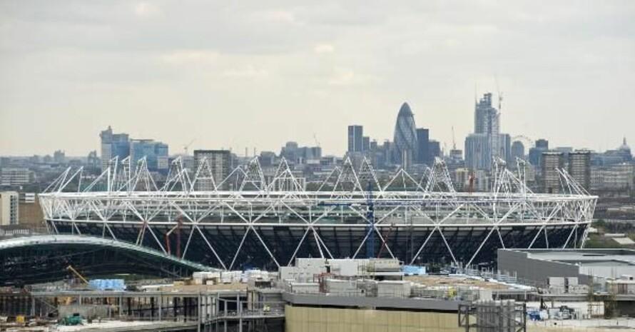 Das im Bau befindliche Olympiastadion vor der Londoner Skyline. Foto: picture-alliance