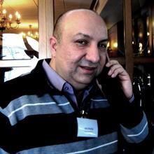 Immer am Telefon, immer unterwegs in Sachen Roma: Sami Dzemailovski setzt sich in diversen Organisationen und Projekten für sein Volk ein, haupt- wie ehrenamtlich (Quelle: Dzemailovski)
