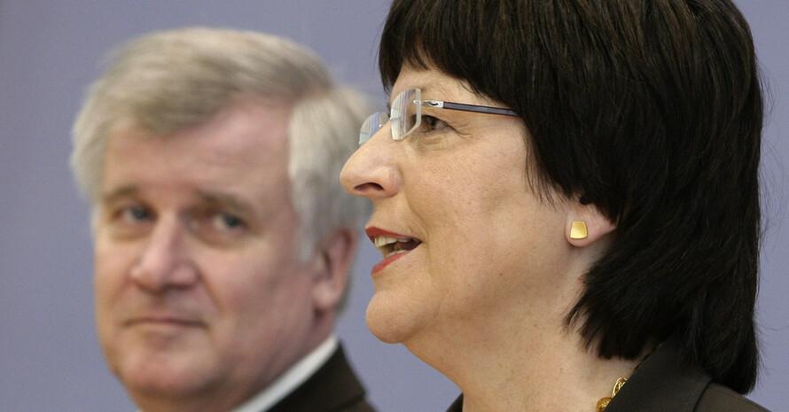 Gehen in die Offensive - Bundesgesundheitsministerin Ulla Schmidt und Bundesernährungsminister Horst Seehofer, Copyright: picture-alliance/dpa