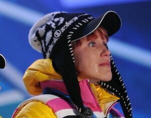 Kati Wilhelm verdrückt ein paar (Freuden)Tränen bei der Siegerehrung nach dem dritten Platz in der Biathlon-Staffel der Frauen. Copyright: picture-alliance
