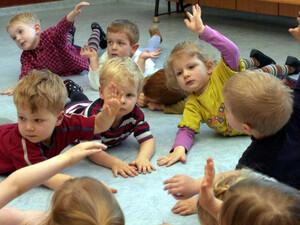 Qualifizierte Übungsleiter der Sportjugend Schleswig-Holstein leiten regelmäßig Sport- und Spielstunden in Kindergärten. Copyright: picture-alliance