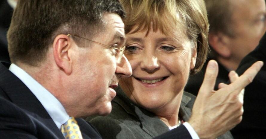 Sport ist Integration. Darin sind sich Bundeskanzlerin Angela Merkel und DOSB-Präsident Thomas Bach einig. Copyright: picture-alliance