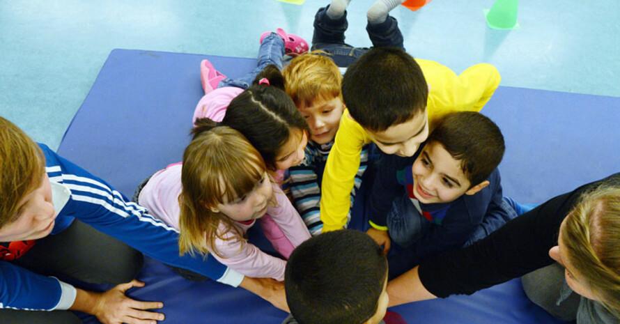 Flüchtlingskinder beim Sport. Foto: picture-alliance