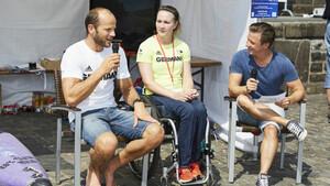 Besuche von Top-Athleten gehören zum Olympic Day dazu – so wie 2017 von Max Hoff (l.) und Edina Müller. Foto: DOA/Maria Schulz