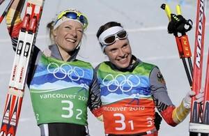 """Freude bei den """"Golden Girls"""" Evi Sachebacher-Stehle (li) und Claudia Nystad. Copyright: picture-alliance"""