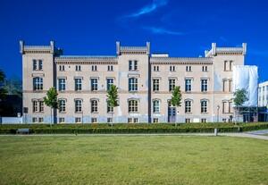 """Die """"Deutsche Stiftung  für Engagement und Ehrenamt"""" hat ihren Sitz im Carolinen-Palais im mecklenburgischen Neustrelitz. Foto: picture-alliance"""