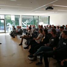 Dr. Karin Fehres, Vorstand Sportentwicklung, begrüßt alle Teilnehmenden im Fachforum Sport und Gesundheit.