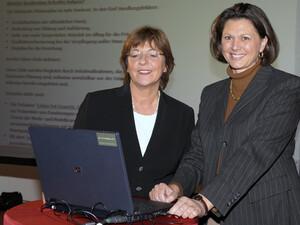 """Die Ministerinnen Ulla Schmidt und Ilse Aigner (v.l.) wollen Deutschland """"IN FORM"""" bringen. Copyright: picture-alliance"""