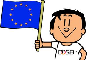DOSB-Maskottchen Trimmy schwenkt die Europa-Flagge. Foto: DOSB