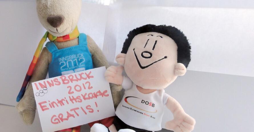 DOSB-Maskottchen Trimmy und Yoggl, sein Pendant von den 1. Olympischen Jugend-Winterspielen, freuen sich auf Innsbruck 2012. Die ersten Eintrittskarten gibt es am 6. Oktober. Copyright: DOSB